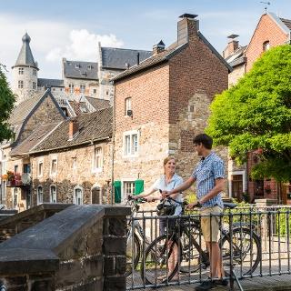 Radfahrer in der Altstadt von Stolberg