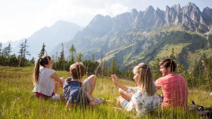 Gemütliche Rast auf dem Salzburger Almenweg