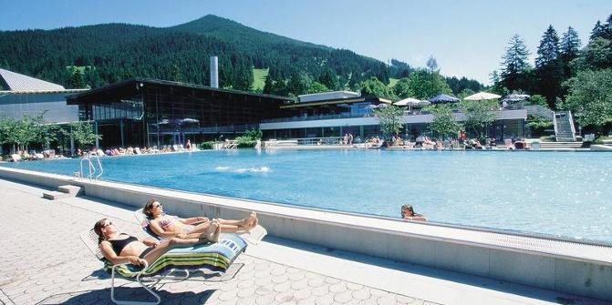 Erlebnisbad wellenberg erlebnisbad for Schwimmbad oberammergau