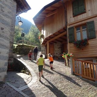Partenza dell'itinerario tra le strette vie di Bocenago