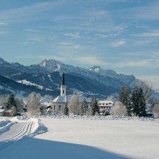 Blick von der Loipe auf Trauchgau, Buchenberg, Tegelberg, Säuling und Thannheimer Berge