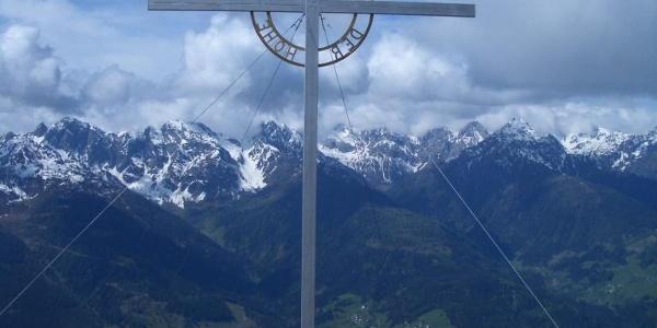"""Lumkofel-Gipfelkreuz, """"Ehre sei Gott in der Höhe"""""""