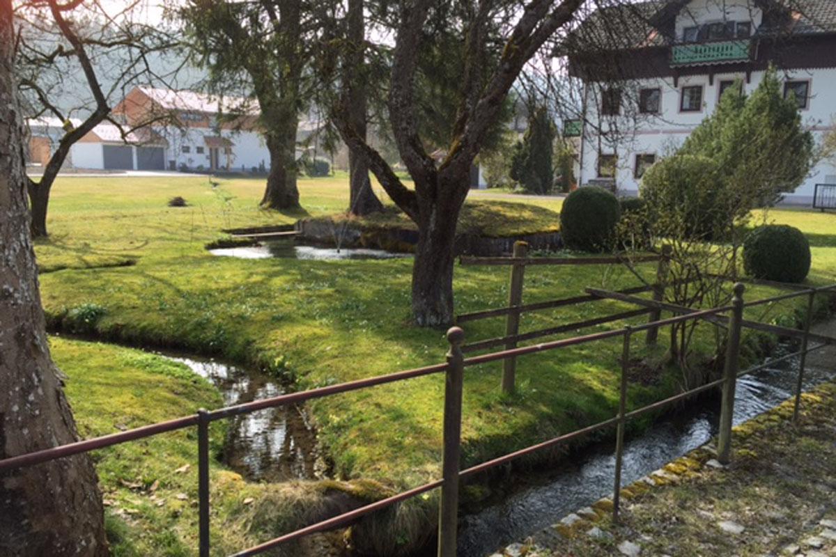 Goldbacherl im Ort Vagen