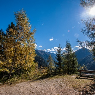 Auf dem Weg Nr. 773 ins Tal nach Untertal-Dorf