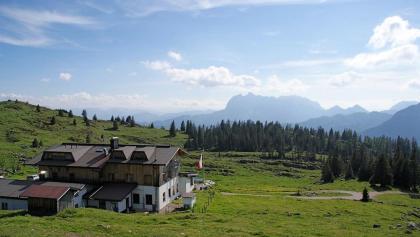 Eggenalm mit Straubinger Haus und Wildem Kaiser