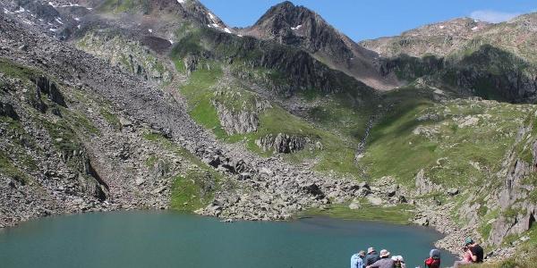 Blick zum Aufstieg nach dem See