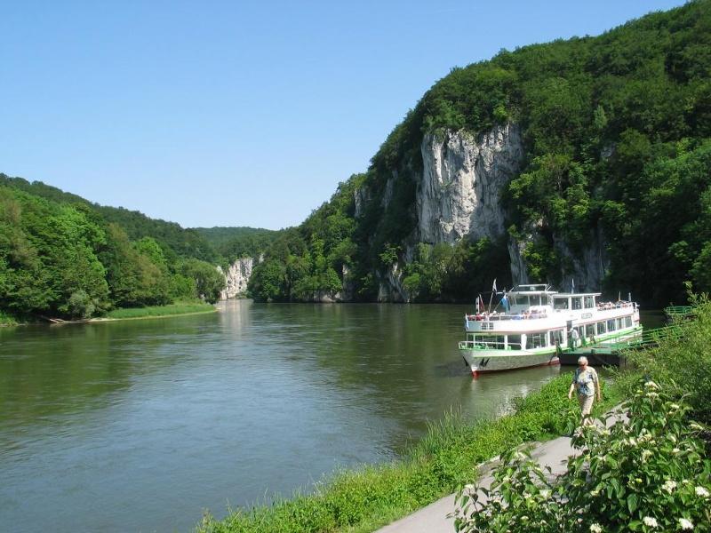Kinderwagengeeigneter Weg von Kelheim nach Weltenburg auf der Donauroute I