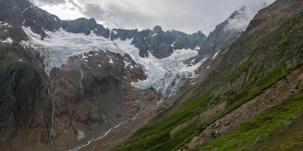 Blick von der Chelenalphütte zum Chelengletscher