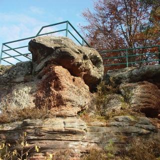 Herrliche Aussicht vom Galgenfels auf die Gemeinde Waldfischbach-Burgalben.