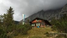 Wörnerkopf (1.978m) und Hochlandhütte von Mittenwald