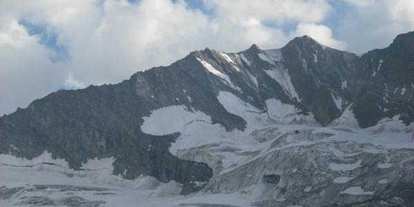Blick auf die Hochfeiler Nordwand.