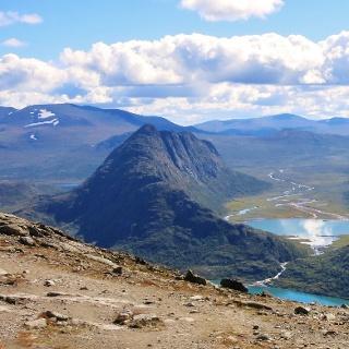 Die Knutshøe von Nordwesten vom Bessegengrat aus gesehen