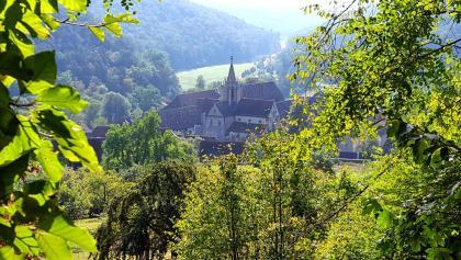"""Die gesamte Klosteranlage und das Jagdschloss zeigen sich von oben am Schönsten vom Jordan-Traufweg und noch weiter oben vom Ausblick """"Mörike-Ruhe"""""""