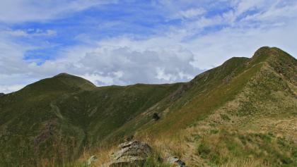 rechts der Gipfel des Monte Cerano, links der Gipfel des Poggio Croze
