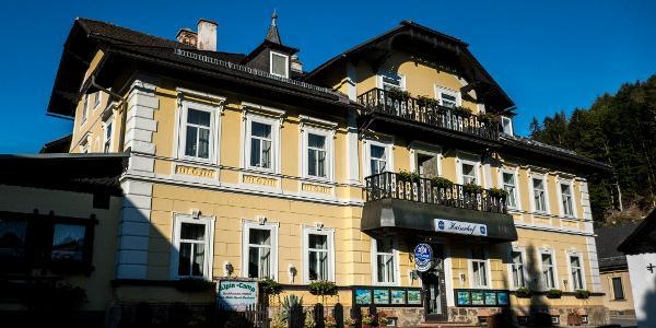 Einladende Fassade des Kaiserhofes