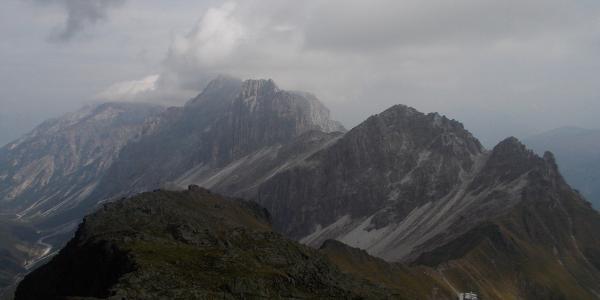 Blick zurück auf die Innsbrucker Hütte und die Kalkwände