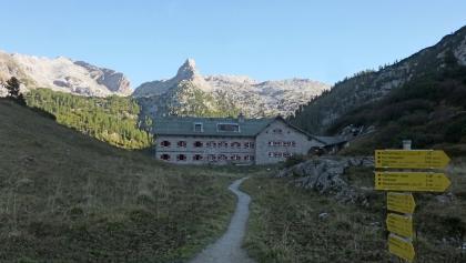 Schottmalhorn, davor das Kärlinger Haus
