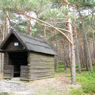 Die Schutzhütte Sommerberg unterhalb des gleichnamigen Berges.