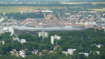 Vom Humberg-Turm hat man auch einen guten Blick auf das Fritz-Walter-Stadion.