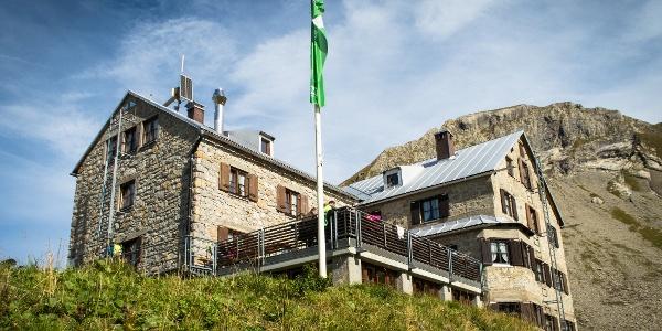 Die Rappenseehütte (2091 m) ist mit 304 Schlafplätzen die größte Hütte des Deutschen Alpenvereins (DAV)