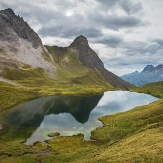 Spiegelung von Hochrappenkopf (2425 m) und Kleinem Rappenkopf (2276 m)  im Rappensee (2047 m)