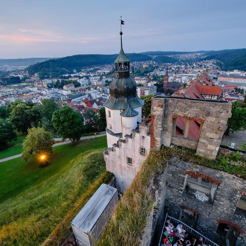 Schloss Hellenstein mit Ausblick auf die Stadt