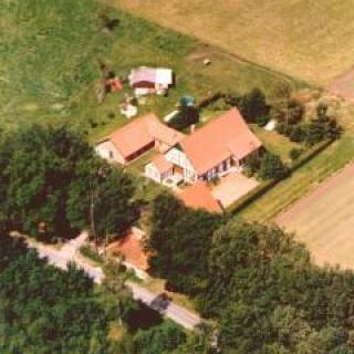 Luftaufnahme des Hofes - Ferienwohnung am Golfplatz