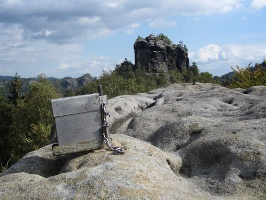 Foto Gipfelbuch mit Winterstein im Hintergrund