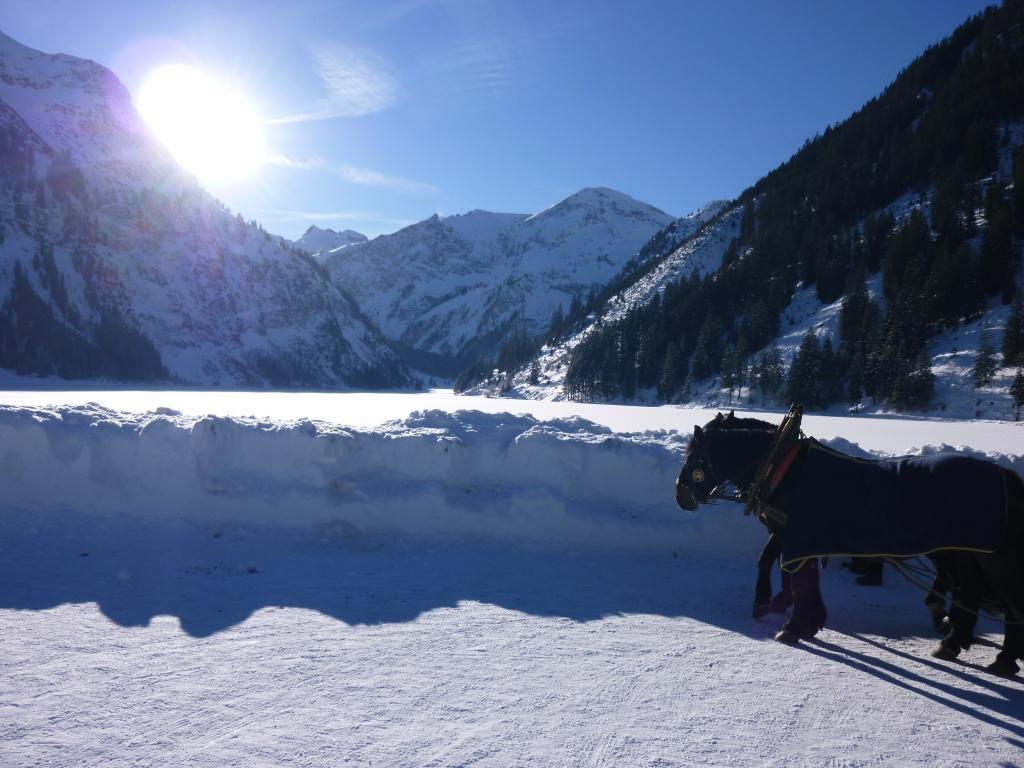 Der zugefrorene Vilsalpsee  - @ Autor: kUNO  - © Quelle: Tourismusverband Tannheimer Tal