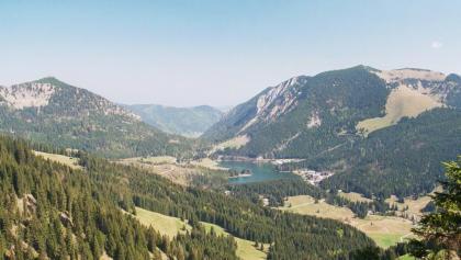 Blick vom Stolzenberg auf den Spitzingsee.