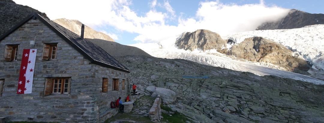 Die Bordierhütte vor dem Riedgletscher