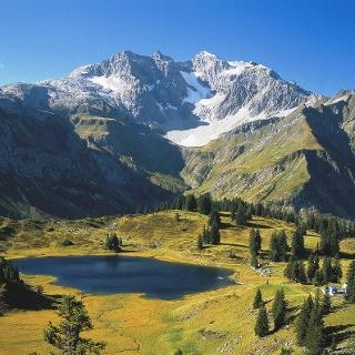 Blick auf den Körbersee mit Braunarlspitze im Hintergrund