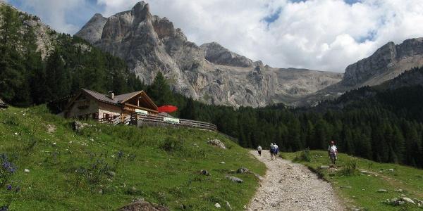 Trekking al rifugio Contrin.
