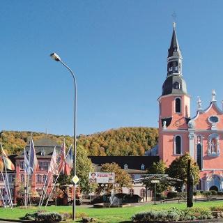 Wandertour in der südlichen Eifel: Prümer Land Tour Route 1 - Prüm und Umgebung_St. Salvator Basilika