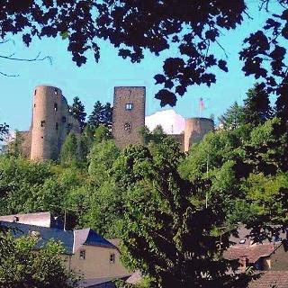 Wandertour in der südlichen Eifel: Prümer Land Tour Route 2 - Schönecken und Umgebung_Burgruine Schönecken