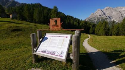 Die Informationstafel zum Freilichtmuseum bei der Rotwandwiesenhütte