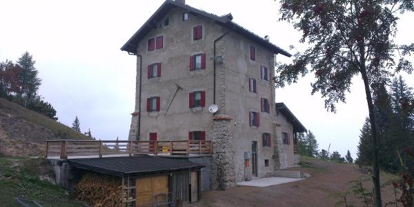 Il rifugio Dosso Larici.