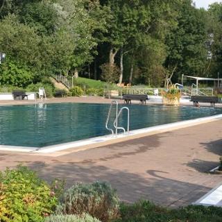 Schwimmbecken im Freibad Hermsdorf