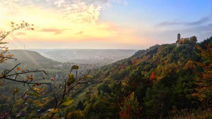 Herbstlicher Blick auf den Fuchsturm