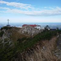 Gipfelkreuz und Hochfellnhaus