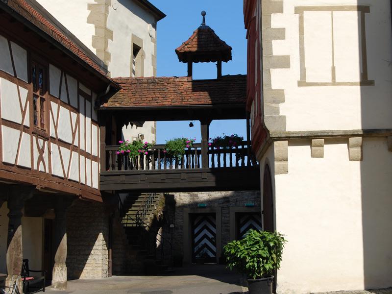 Innenhof der Götzenburg Jagsthausen mit Aufgang zum Schlossmuseum  - @ Autor: Beate Philipp  - © Quelle: Bildarchiv Gemeinde Jagsthausen