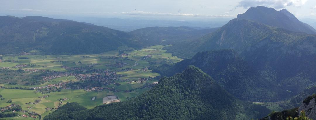Blick vom Gipfel über den Kienberg Richtung Inzell