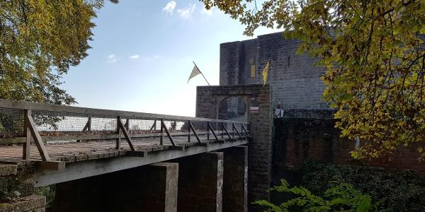 Brücke zur Burg Landeck