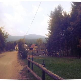 Road to Crni Lug