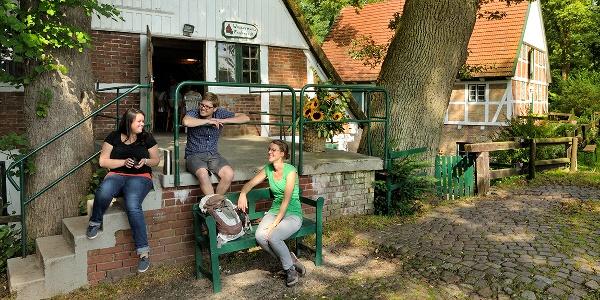 Entspannen vor der Wassermühle Fredenbeck