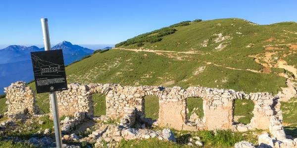 Ruine Rainer-Schutzhütte, Ostseite