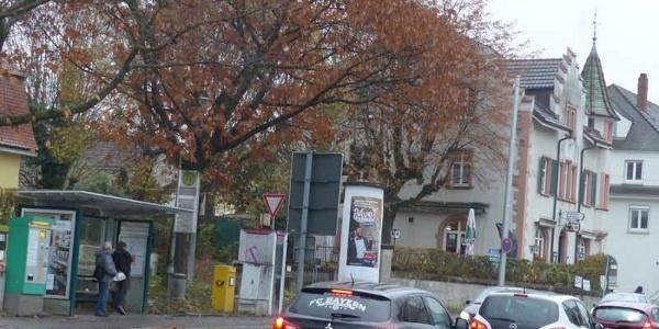 """Haltestelle Stetten mit Gasthaus """"Zollstüble""""."""