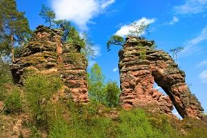 Der Schillerfelsen auf dem Dahner Felsenpfad (Foto: Jacques Noll, Quelle: Südwestpfalz Touristik e.V.)