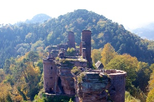 Burgenmassiv Alt-Dahn im Dahner Felsenland (Foto: Jacques Noll, Quelle: Kurt Groß)