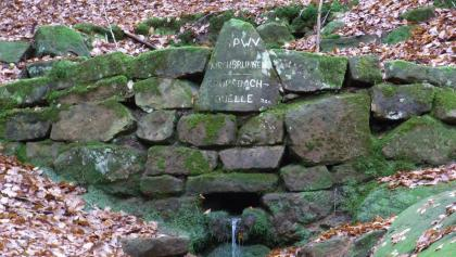 An der Kropsbachquelle bzw. Am Kirchbachbrunnen